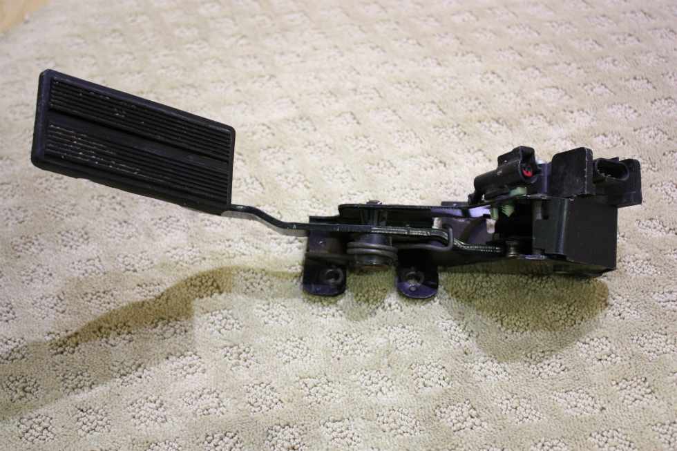 USED FORD FUEL PEDAL F81A-9F836-AE FOR SALE RV Chassis Parts