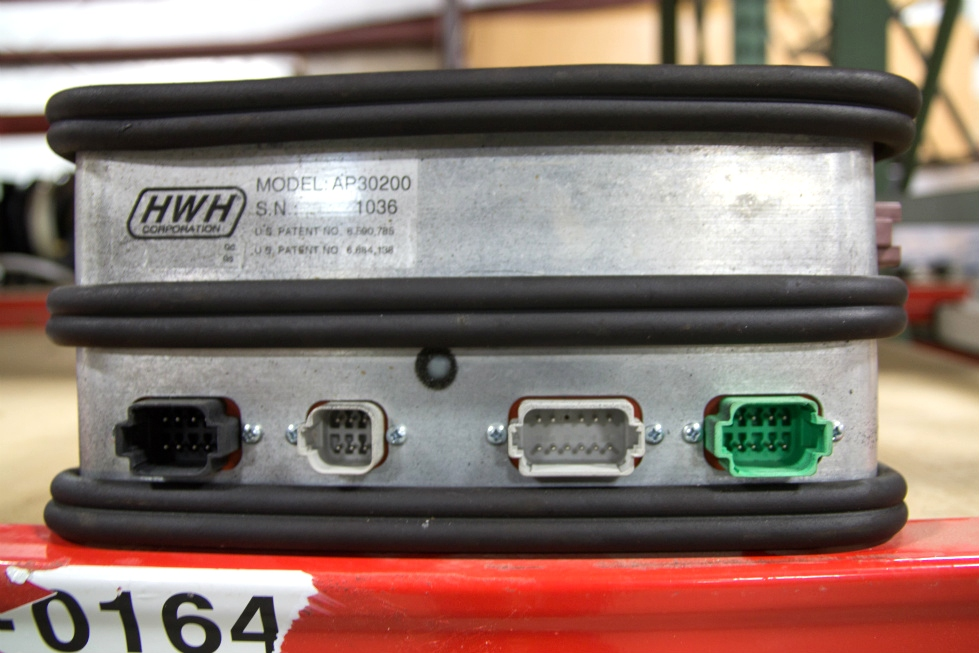 USED RV/MOTORHOME HWH CORPORATION LEVELING SYSTEM CONTROL BOX MODEL: AP30200 S/N: 1036 RV Components