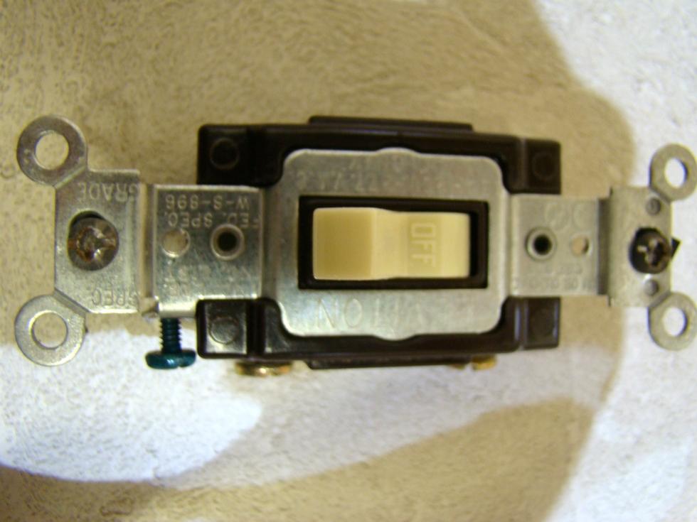NEW RV/MOTORHOME LEVITON TOGGLE LIGHT SWITCH PRICE $10.99 RV Accessories