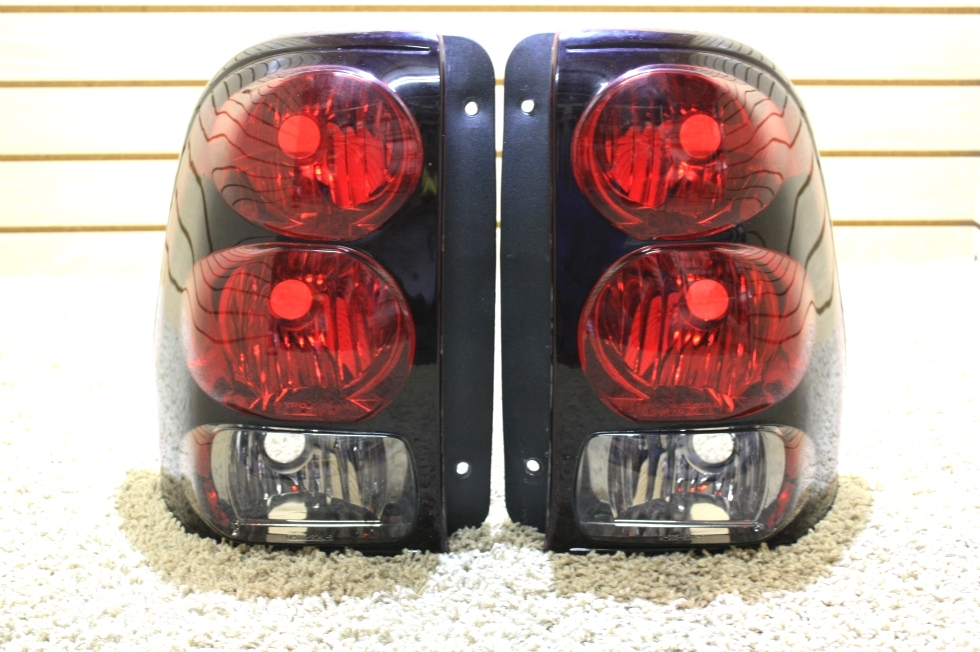 USED '07 - '15 NEWMAR ESSEX TAIL LIGHT LENS SET FOR SALE RV Accessories