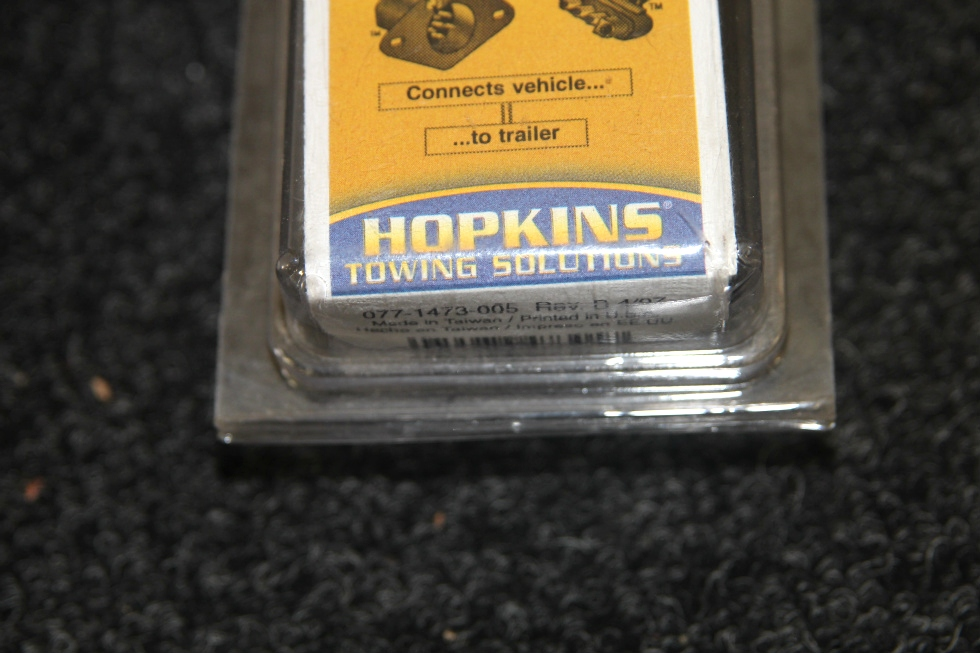 NEW IN BOX: HOPPY HOSKINS 6 POLE ROUND TO 4 WIRE FLAT TRAILER TOWING ADAPTER MODEL: 47305 Towing Products